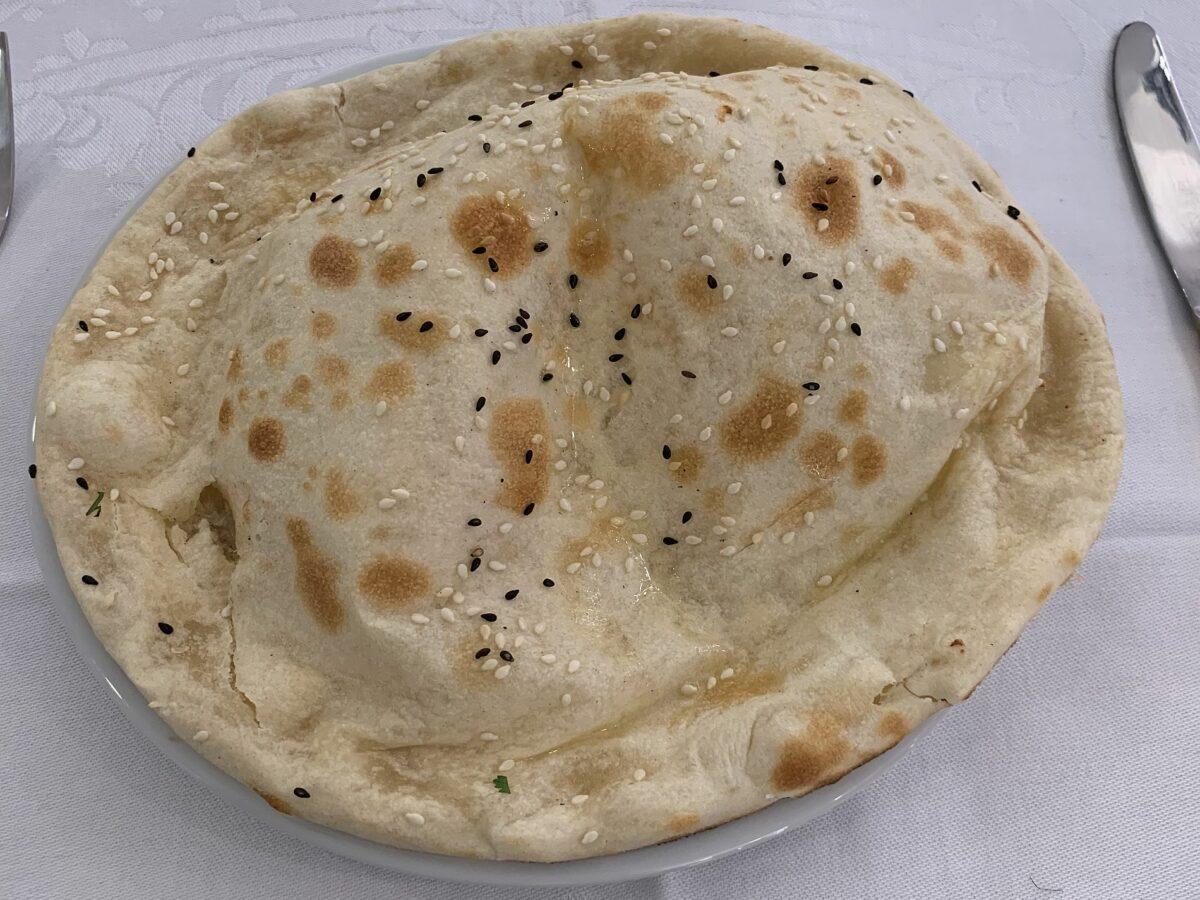Naan cuit au tandoor du Restaurant indien Jardin de Punjab