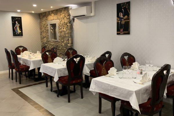 Salle décor indien Restaurant Jardin de Punjab Annecy